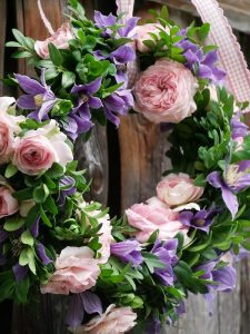 Clematis Arabella und Rose Larissa