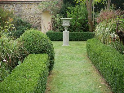 Am Eingang zum formalen Garten