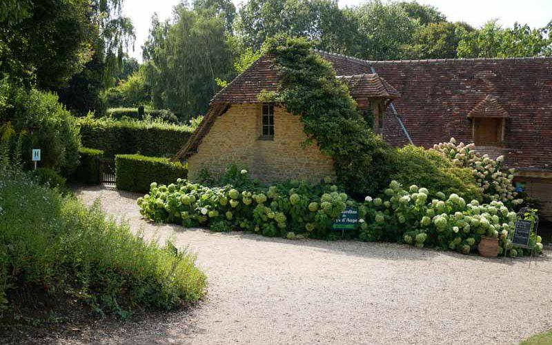 Les Jardins du Pays d'Auge - Im Eingangsbereich bei der Crêperie