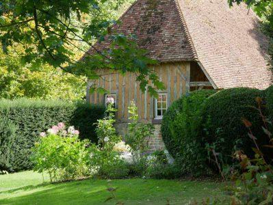 Les Jardins du Pays d'Auge - auf dem Gelände finden sich stilvoll restaurierte Fachwerkhäuser
